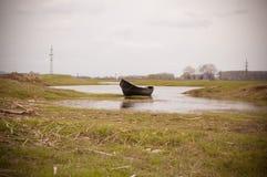 Barco abandonado del pescador Foto de archivo