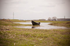 Barco abandonado do pescador Foto de Stock