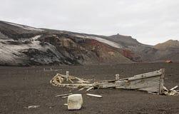 Barco abandonado en la isla del engaño, la Antártida Imagen de archivo