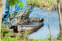 Barco abandonado, nave hundida en el lago, Imagen de archivo