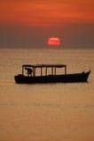 Barco africano do pescador fotografia de stock