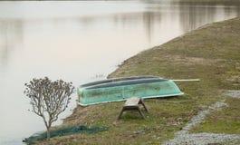 Barco al lado del lago cerca de Velika Gorica Fotografía de archivo