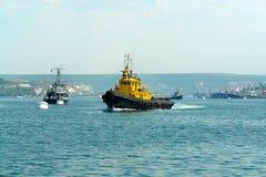 Barco amarillo imagen de archivo