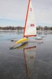 Barco amarillo del hielo Imagenes de archivo
