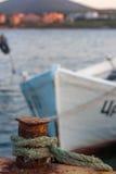 Barco amarrado com corda Fotos de Stock Royalty Free