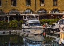 Barco amarrado en el puerto Imágenes de archivo libres de regalías