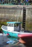 Barco amarrado en puerto Fotos de archivo libres de regalías
