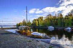 Barco amarrado en Tampere, Finlandia Imagen de archivo