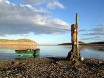 Barco amarrando los posts Foto de archivo libre de regalías