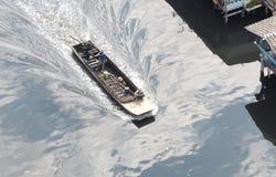 Barco atado longo pequeno e velho Foto de Stock Royalty Free