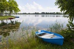 Barco azul fotografía de archivo libre de regalías