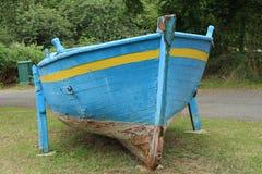 Barco azul imágenes de archivo libres de regalías