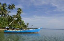 Barco azul del metal en el mar Fotografía de archivo libre de regalías