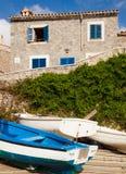 Barco azul, Puerto de Soller, Mallorca, Espanha Imagens de Stock