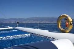 Barco blanco de lujo del catamarán Fotos de archivo