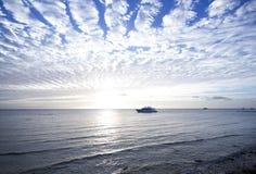 Barco branco de passeio Fotos de Stock