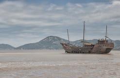 Barco chino de los desperdicios imagen de archivo