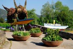 Barco colorido na cidade pequena de Battaglia Terme na província de Pádua no Vêneto (Itália) fotos de stock