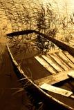Barco completamente da água fotos de stock