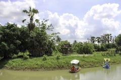 Barco con la naturaleza Imagenes de archivo