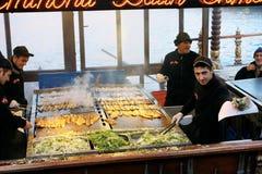 Barco con los emparedados de los pescados en Estambul Imagen de archivo libre de regalías
