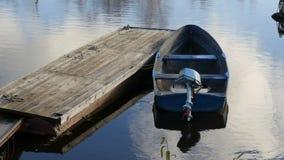 Barco con un motor externo metrajes