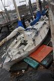 Barco dañado en el canal de Sheepsheadbay Fotografía de archivo libre de regalías