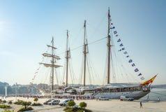 Barco da Armada espanhol, Juan Sebastian Elcano, entrado nos bes do porto Imagem de Stock Royalty Free