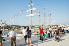 Barco da Armada espanhol, Juan Sebastian Elcano, entrado nos bes do porto Fotos de Stock Royalty Free