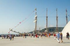 Barco da Armada espanhol, Juan Sebastian Elcano, entrado nos bes do porto Imagens de Stock