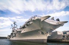 Barco da Armada USS intrépido em New York Imagem de Stock Royalty Free