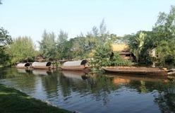 Barco da barca e do reboque no canal Imagens de Stock