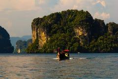 Barco da cauda longa no mar de Andaman Fotos de Stock Royalty Free