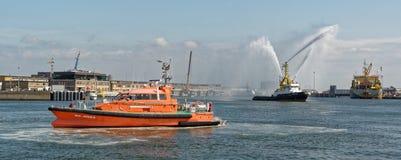 Barco da mangueira de fogo 'água de pulverização do Zeehond 'em Oostende foto de stock royalty free