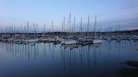 Barco da reflexão na água foto de stock royalty free