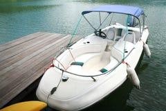 Barco da velocidade no porto imagens de stock royalty free