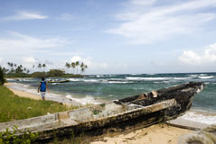 Barco danificado na praia Nicarágua Fotos de Stock Royalty Free