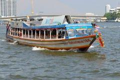 Barco de alta velocidade da canela do passageiro no rio de Chao Phraya Banguecoque, Tailândia Fotografia de Stock