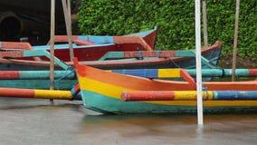 Barco de Bali em uma chuva video estoque