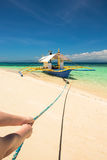 Barco de Banca em uma praia bonita na ilha de Modessa, Filipinas Imagem de Stock