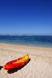 Barco de borracha na praia Imagem de Stock Royalty Free