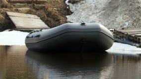 Barco de borracha perto de filme