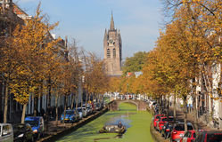 Barco de canal no outono na louça de Delft, Holanda Foto de Stock