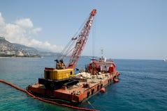 Barco de carga con la grúa Fotos de archivo libres de regalías