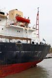 Barco de carga en el río con Greec Imagen de archivo libre de regalías