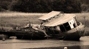 Barco de casa abandonado no rio Exe em Devon imagens de stock royalty free