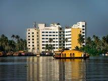 Barco de casa en el agua trasera, Alleppey, Kerala, la India Imagen de archivo libre de regalías