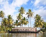 Barco de casa en remansos Foto de archivo libre de regalías