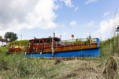 Barco de casa peculiar imagen de archivo libre de regalías