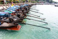 Barco de cola larga en la playa Fotos de archivo libres de regalías